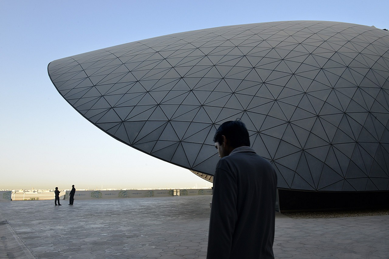 | To move on from being a simple supplier of energy to being a knowledge economy, Abu Dhabi created the Masdar Institute of Science and Technology (MIST).  In the eyes of its students, Masdar City resembles a «flying saucer that has landed in the desert». Here, the library.